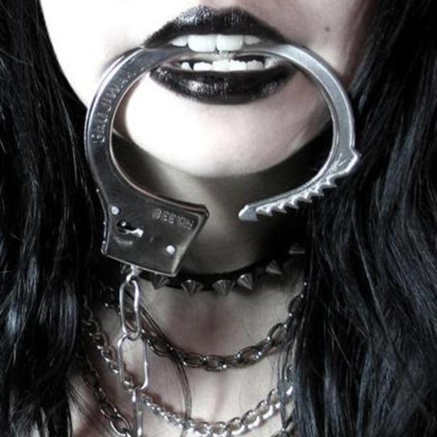 Фото женщины в наручниках 21 фотография