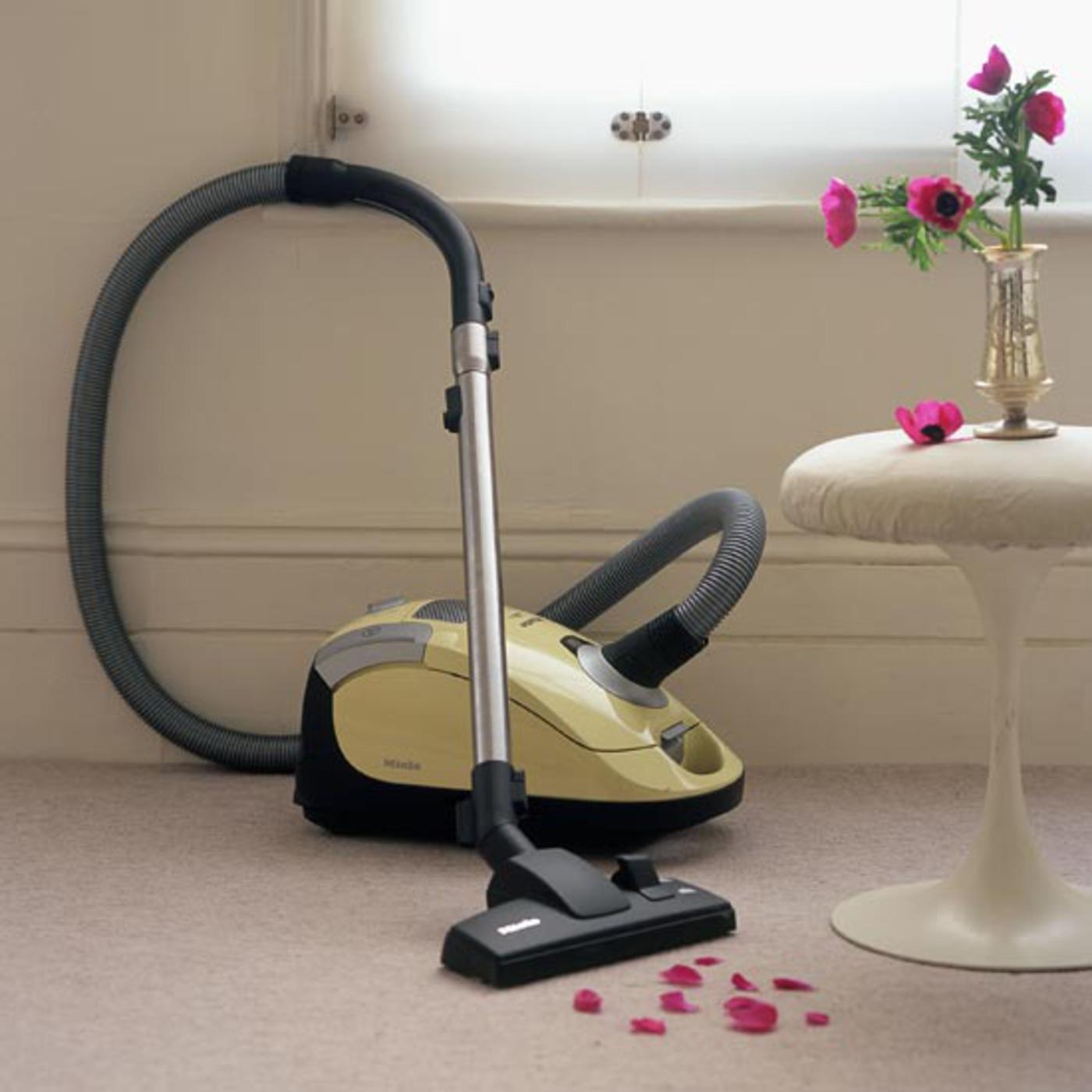 Как выбрать компактный пылесос для дома