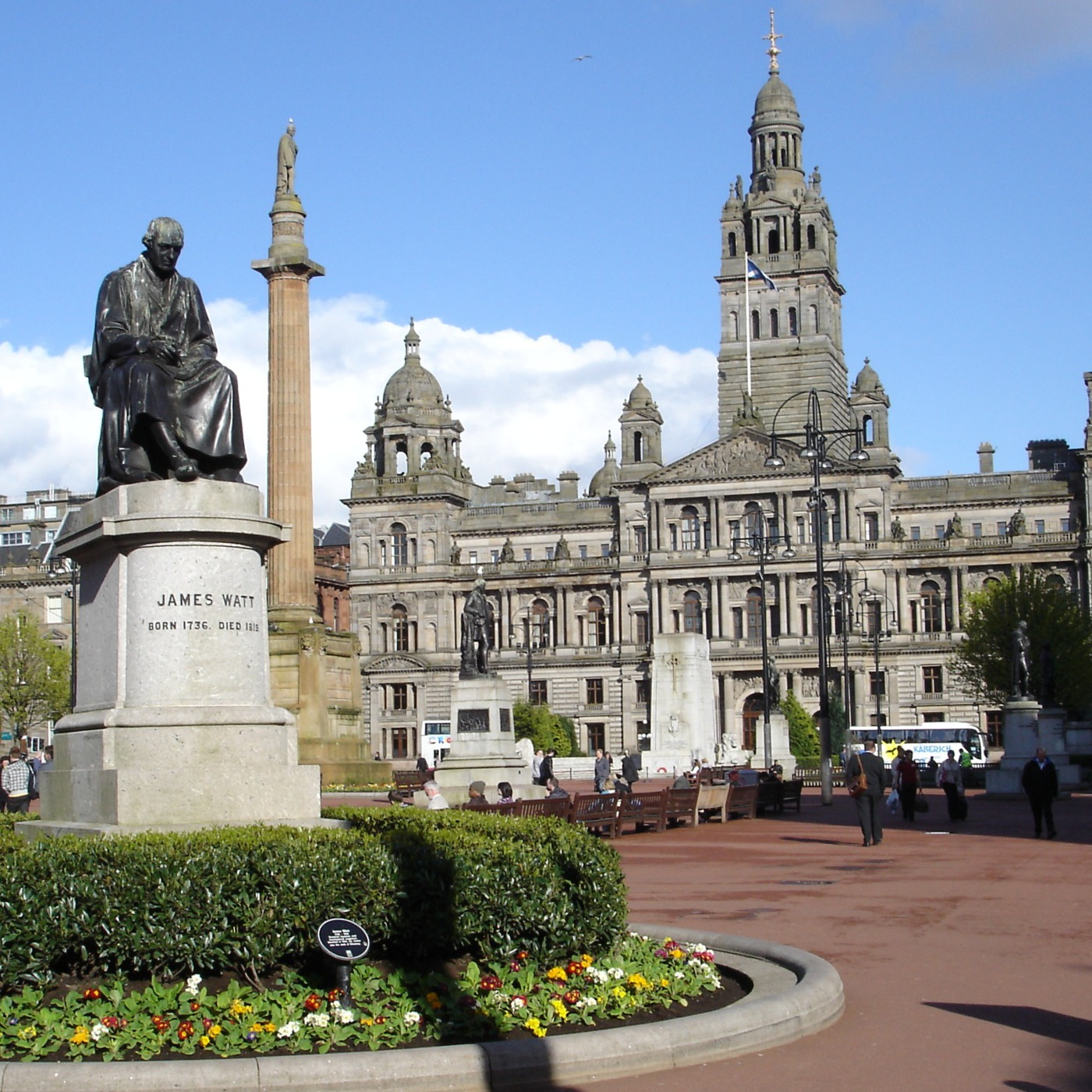 Tour of the Statues in George Square Glasgow