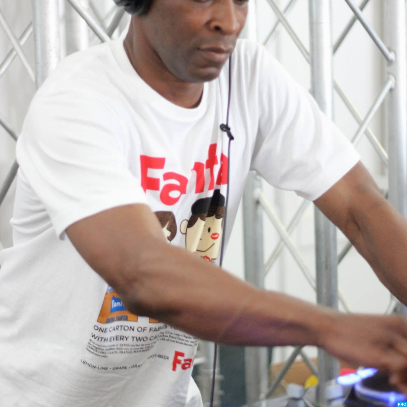 Colin Williams presents the 50 Shades of House show, Monday nights 10pm-12 GMT on www.d3ep.com