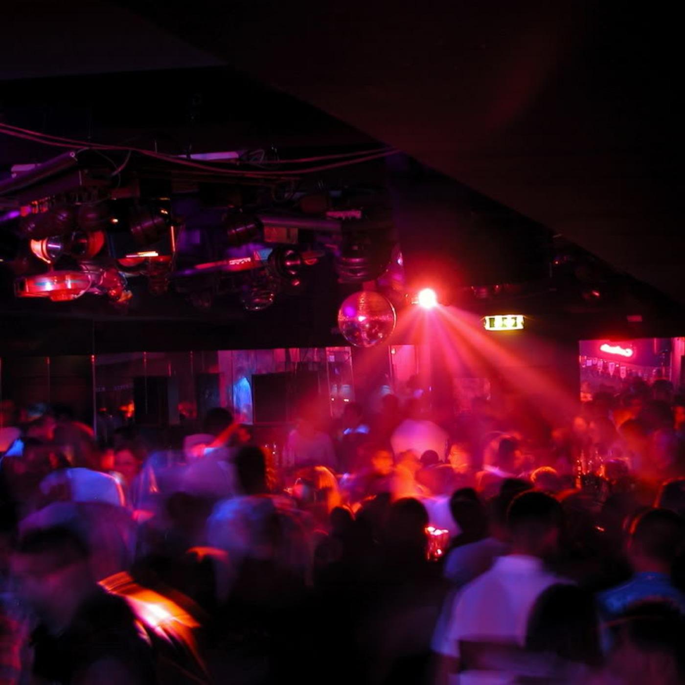 Смотреть развлечения в ночном клубе 15 фотография